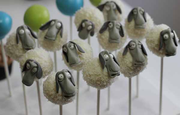 Fondant sheep cake pops