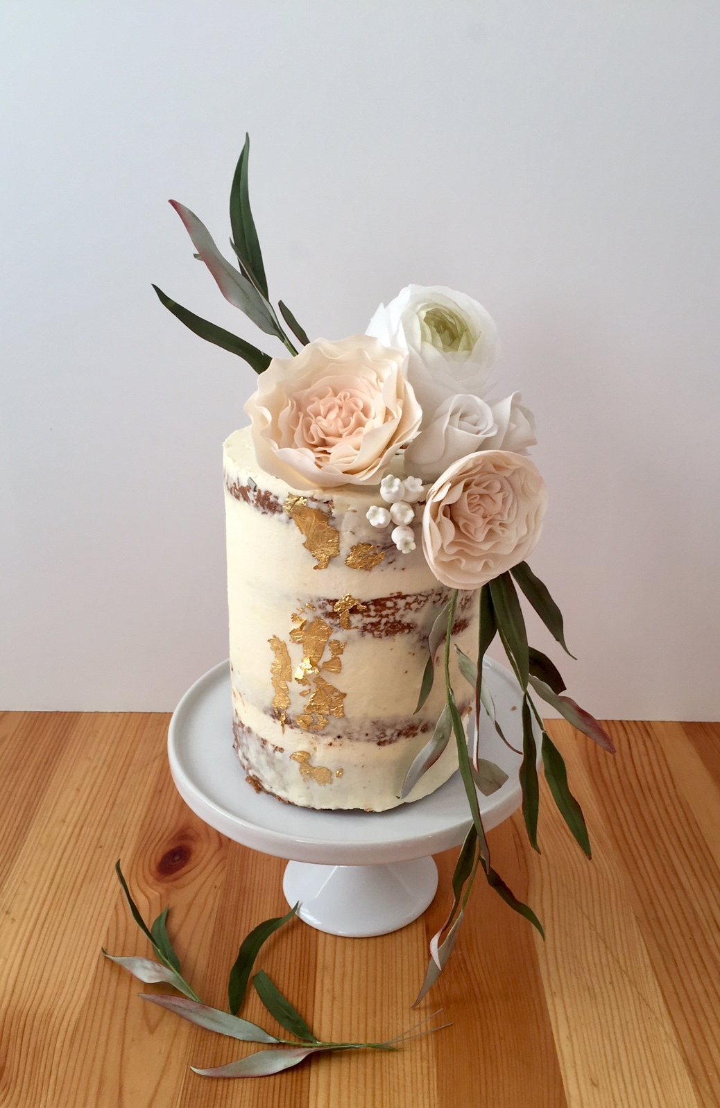 Naked Barrel rustic wedding with sugar flowers