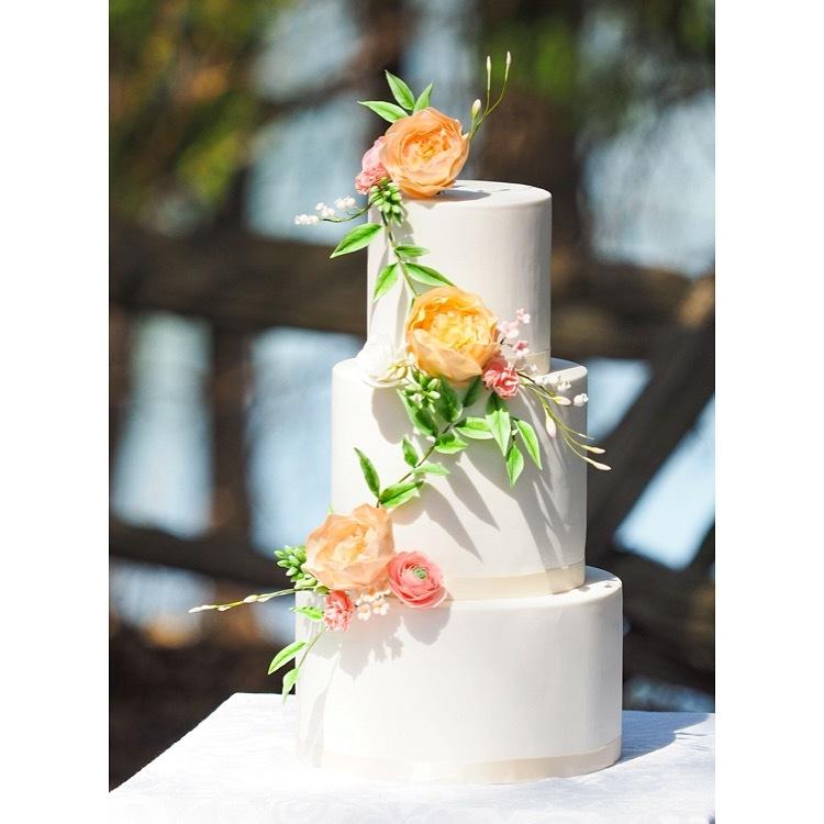 White wedding with sugar flowers