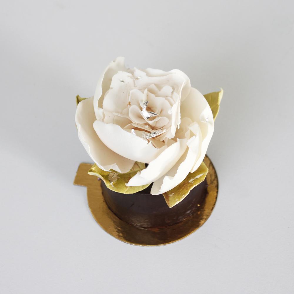 Ivory Gum Paste Sugar Flower Cupcake