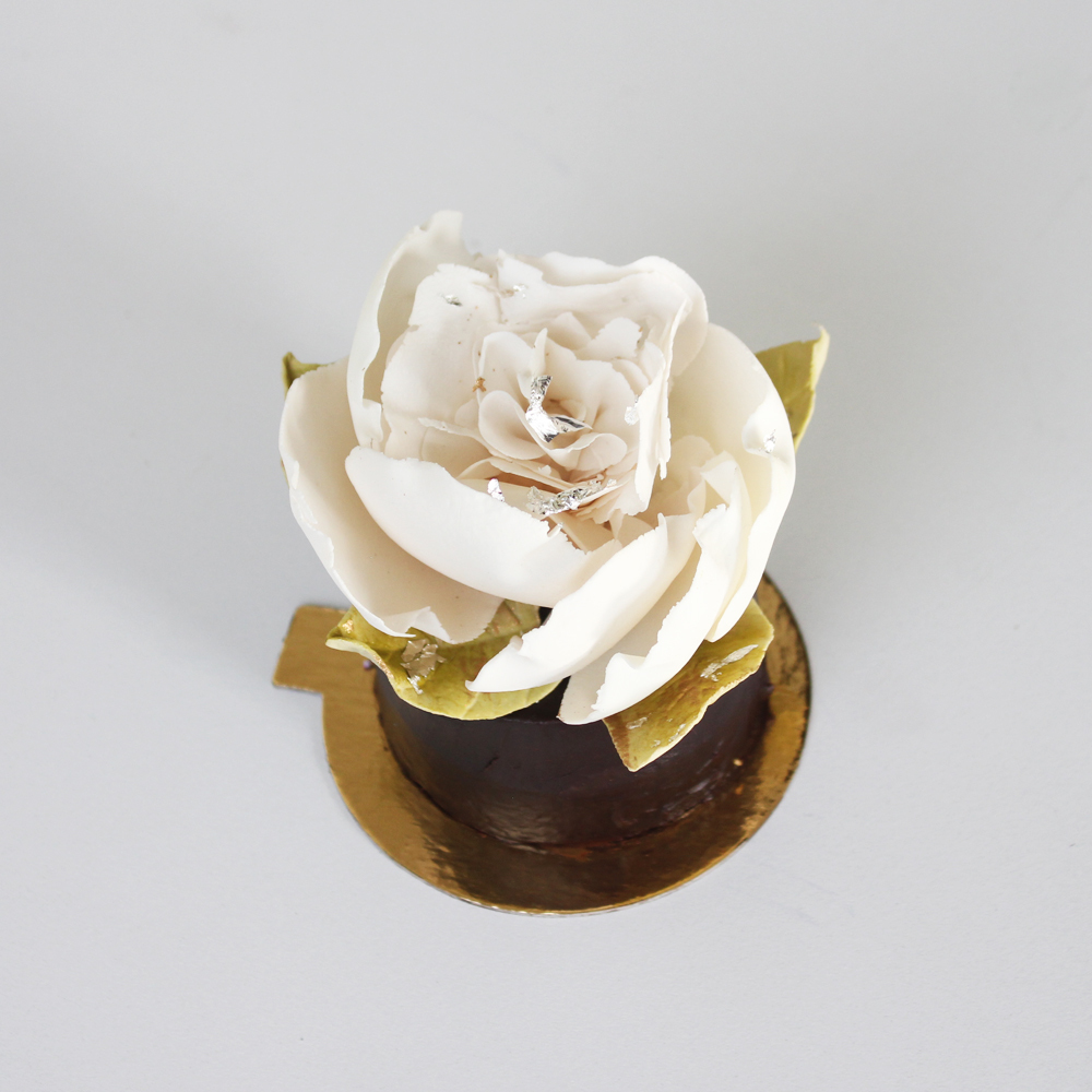 Ivory Gum Paste Sugar Flower Cupcake