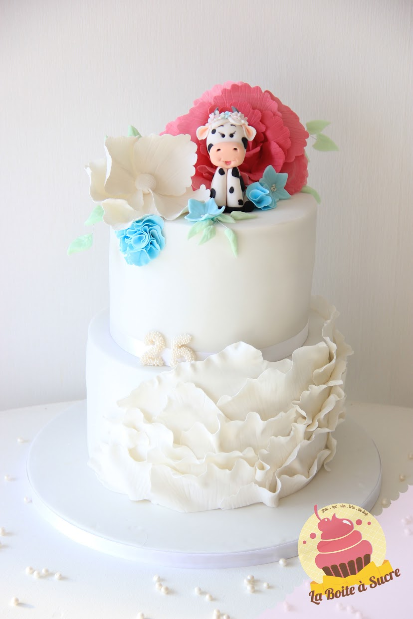 White frill cake with cow topper