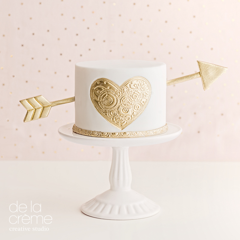 Mini cake with gold heart and arrow