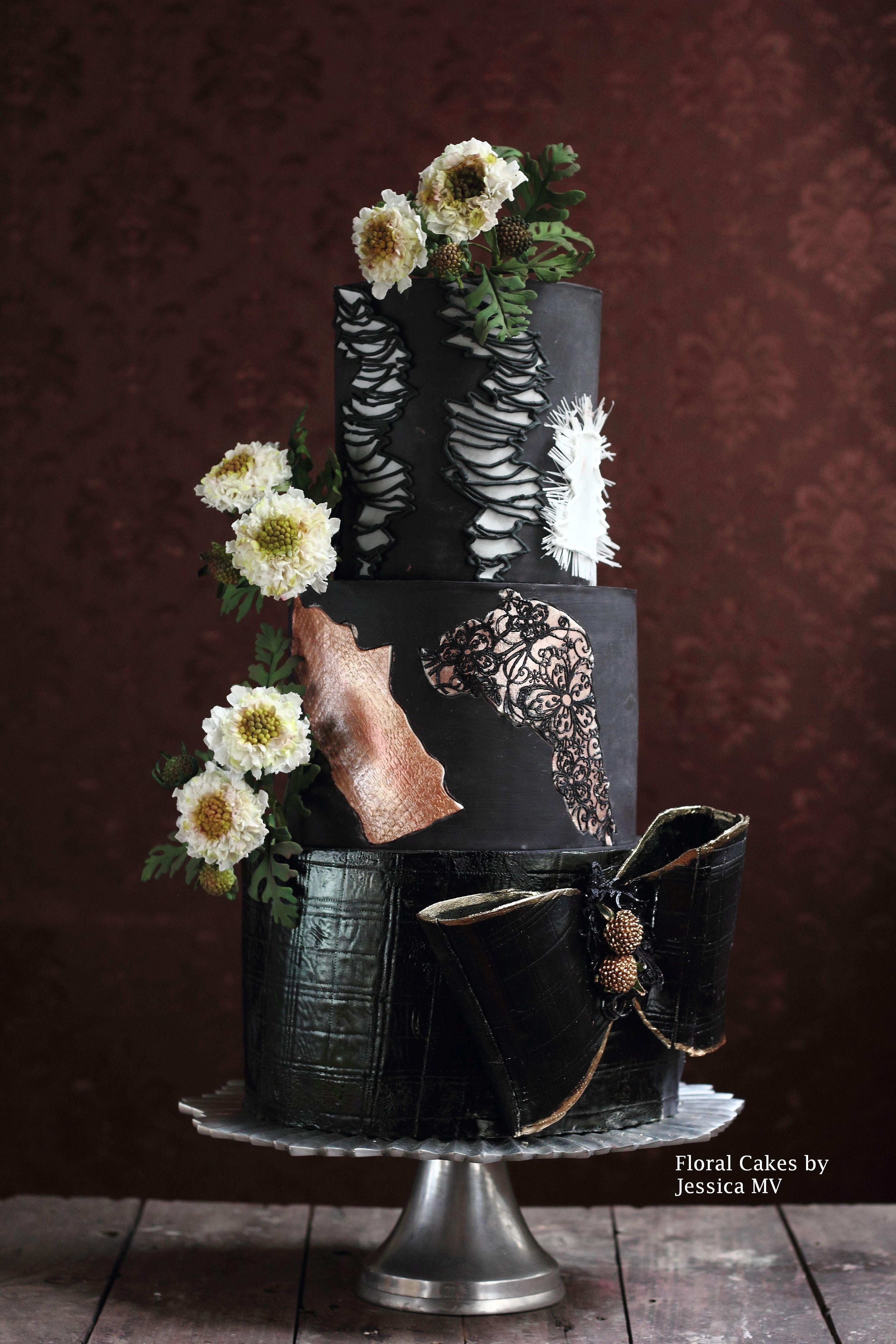 Black with sugar daisies