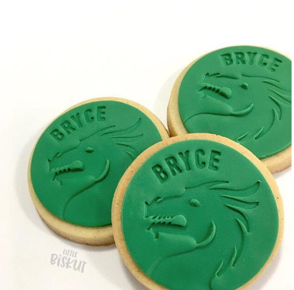Green fondant dragon cookies