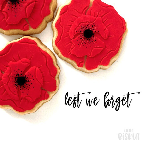 Red poppy flower fondant cookies