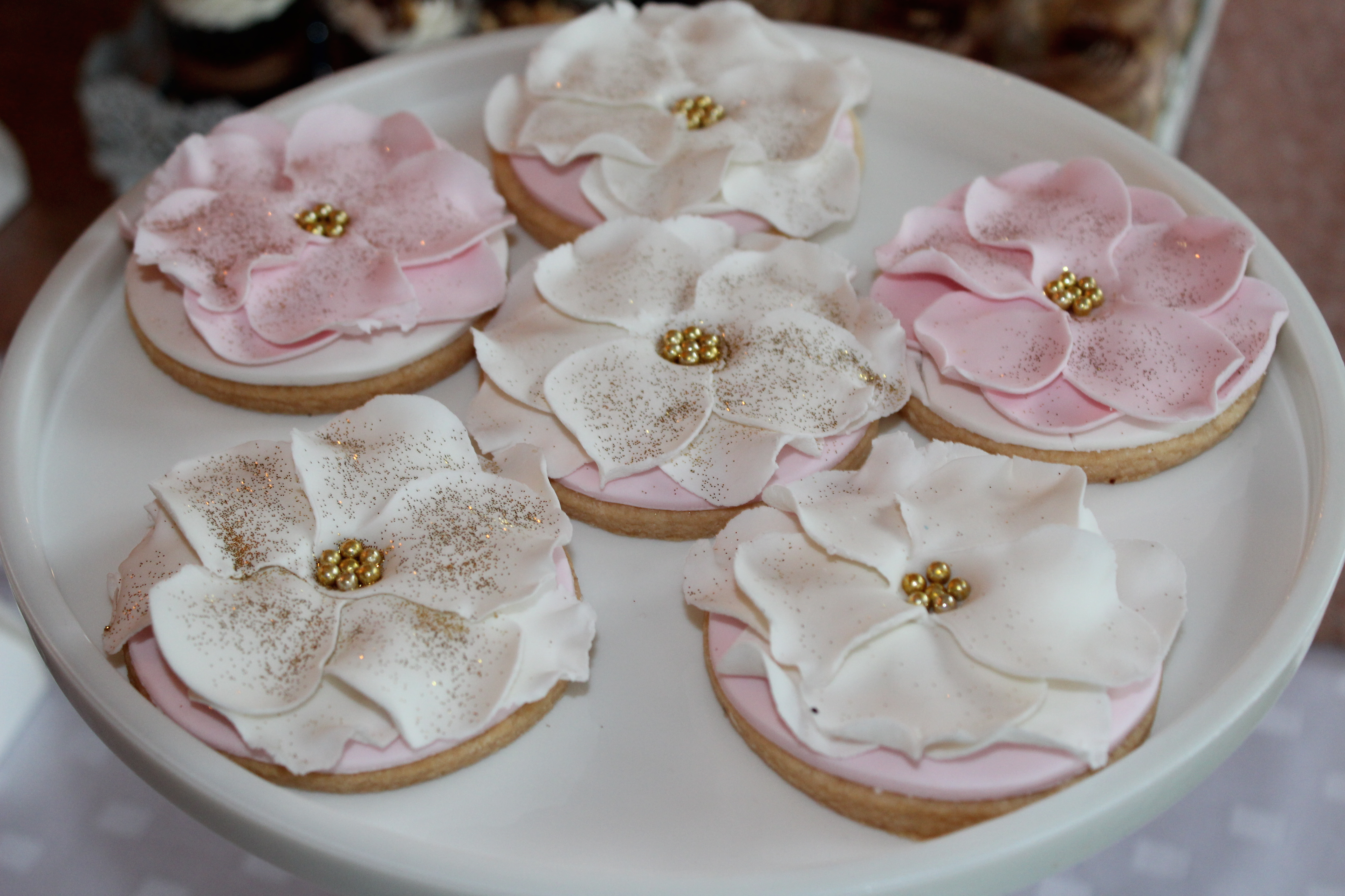 Pink and white fondant flower cookies