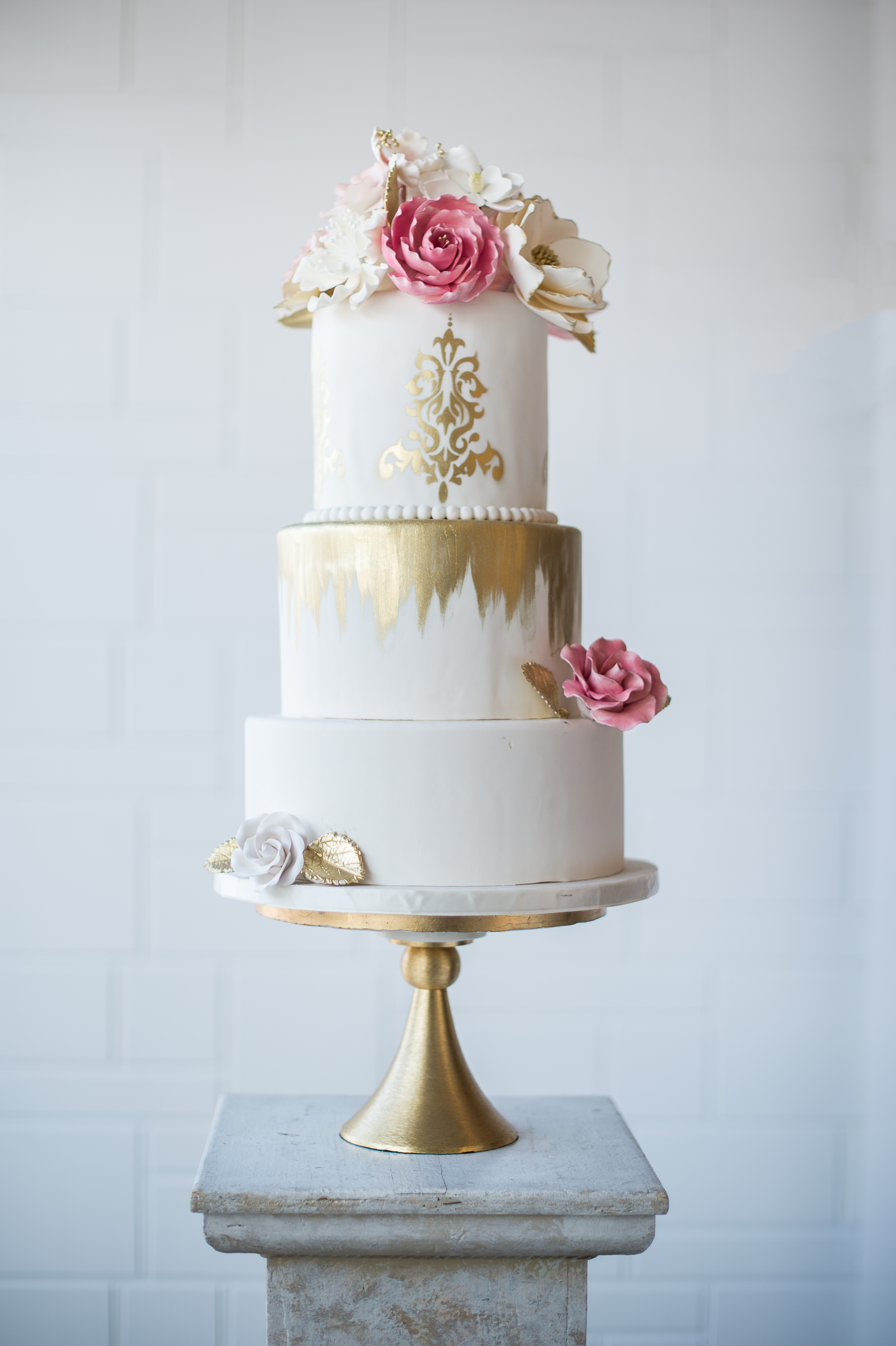 White wedding with hand painted gold touches and pink sugar flowers