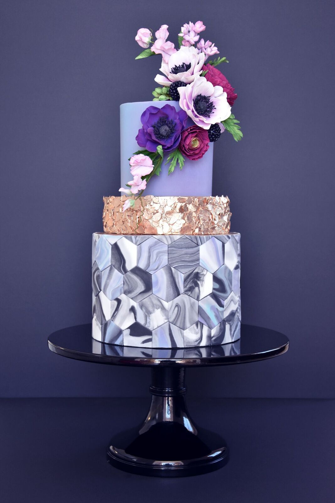 Geometric marbled cake with gold sequins