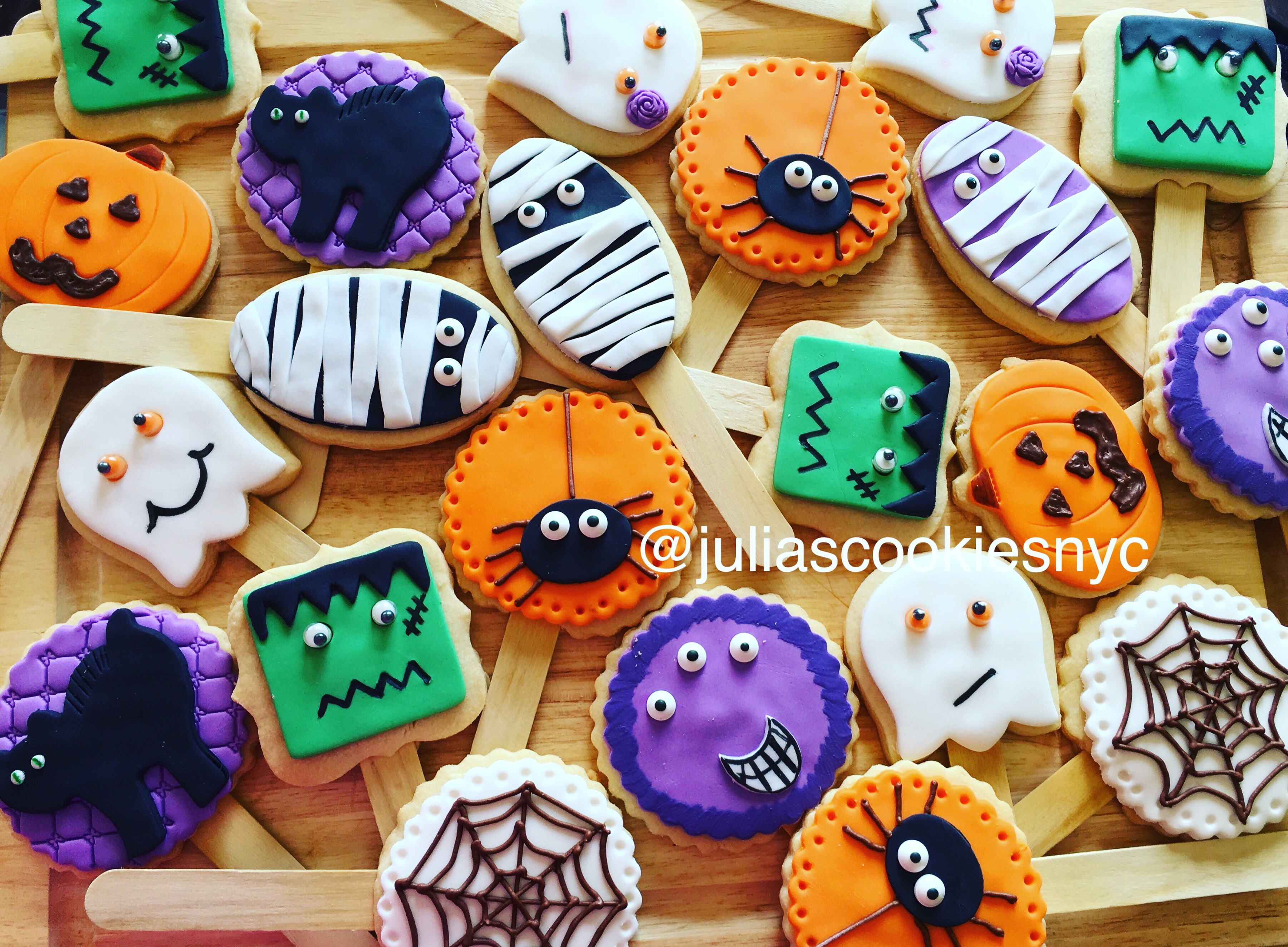 Fondant spider, mummy and ghost cookies