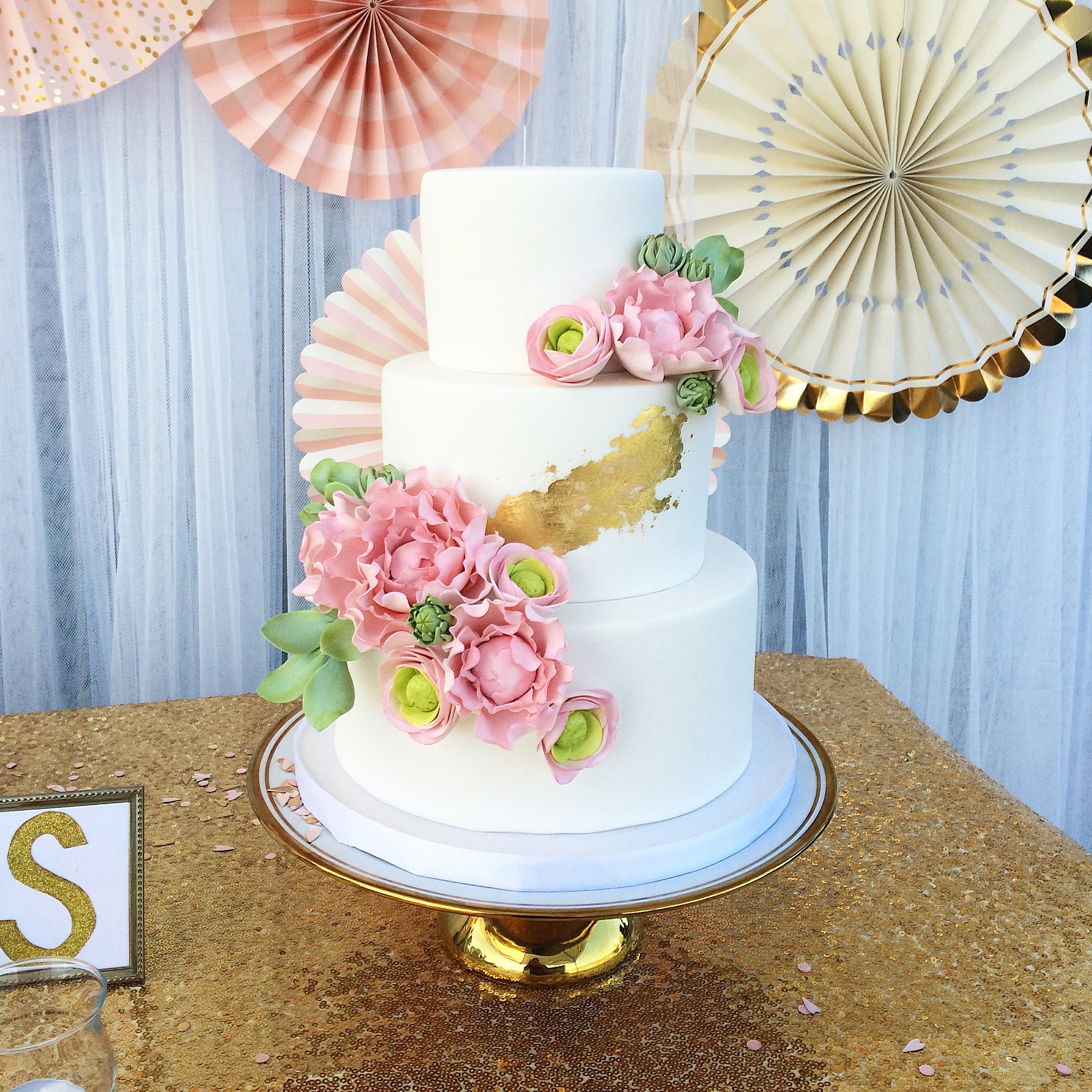 White and gold wedding with sugar flowers