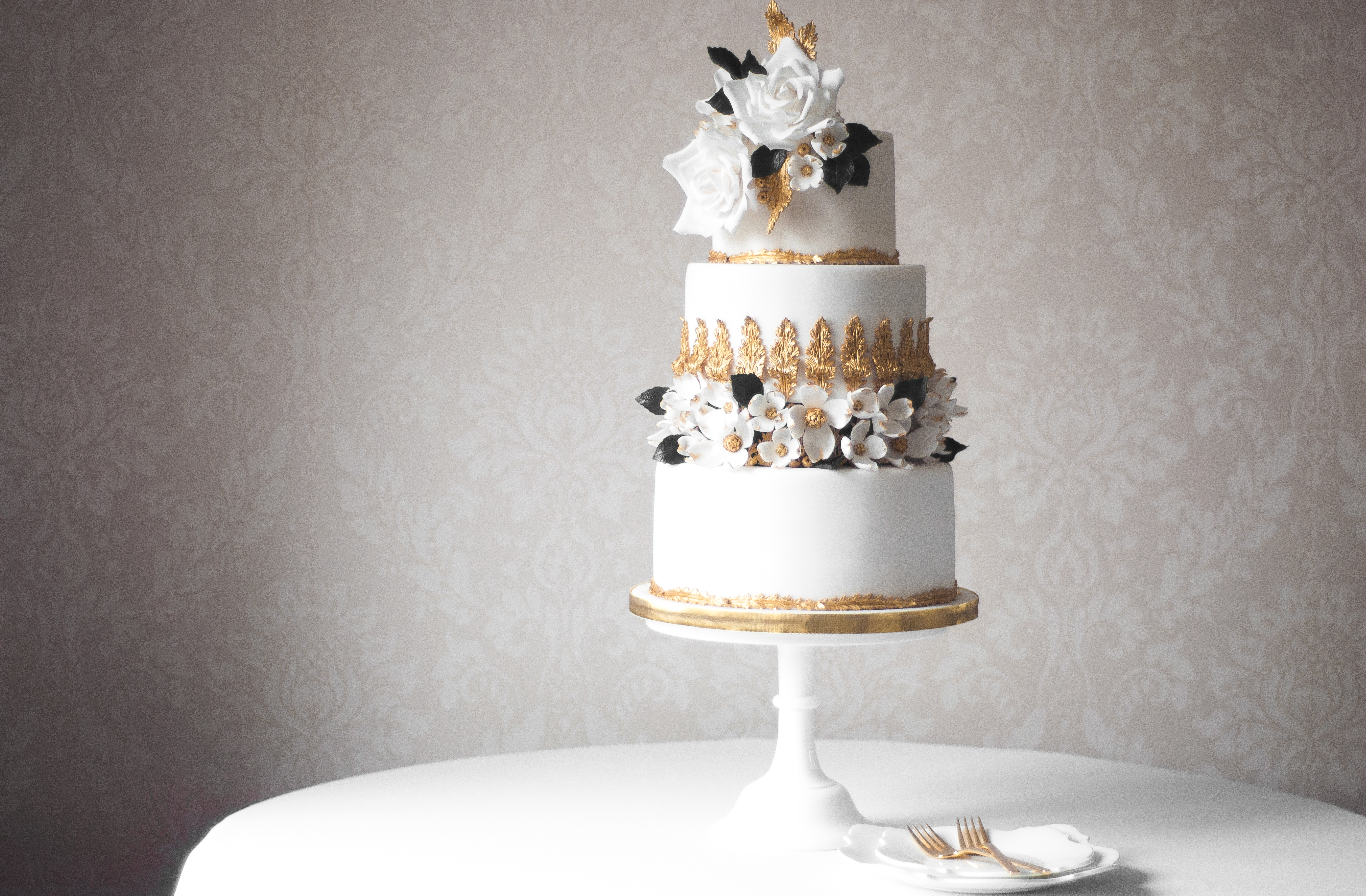 Rococo dogwood sugar blossom wedding cake