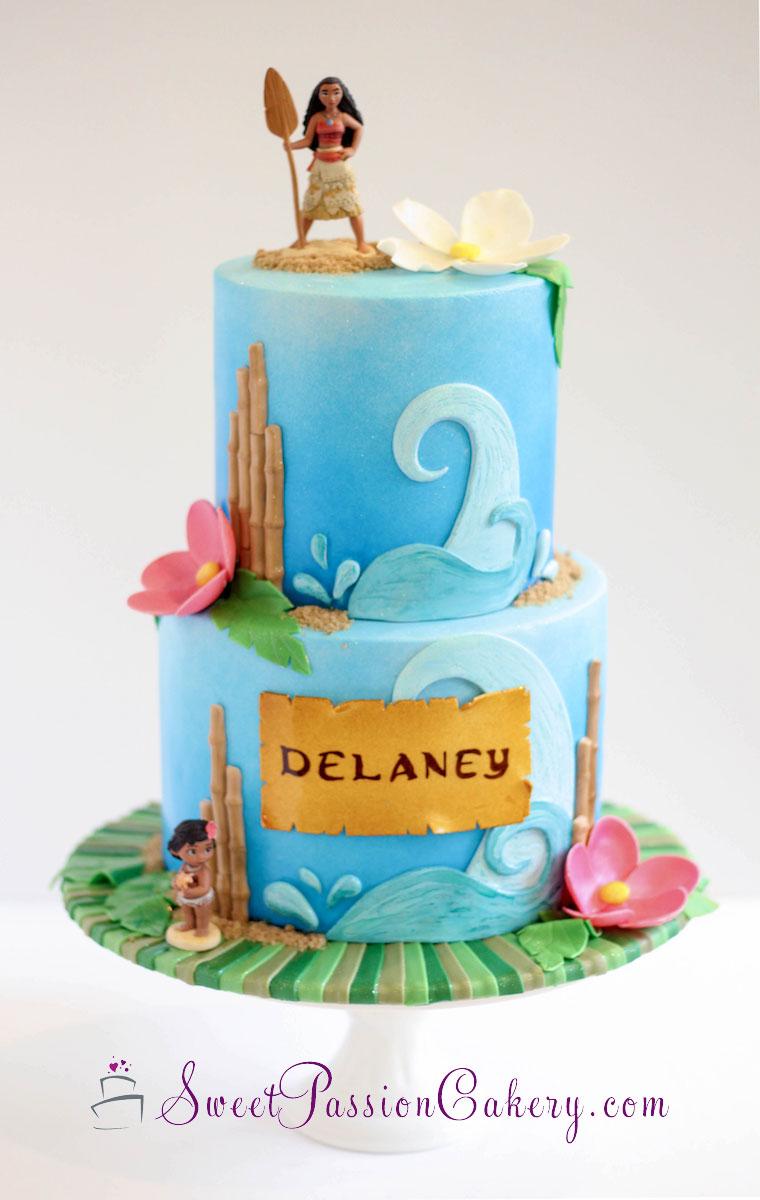 Hawaiian birthday cake with Moana