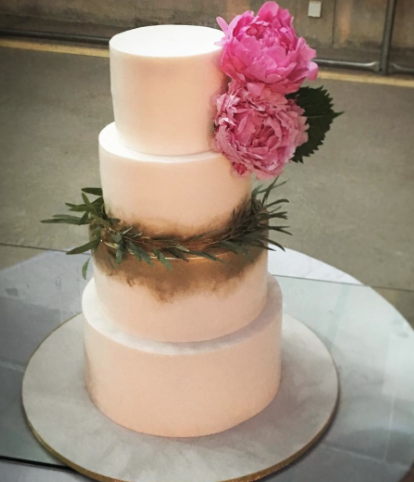 Ivory wedding cake with gold sparkle and pink sugar flower
