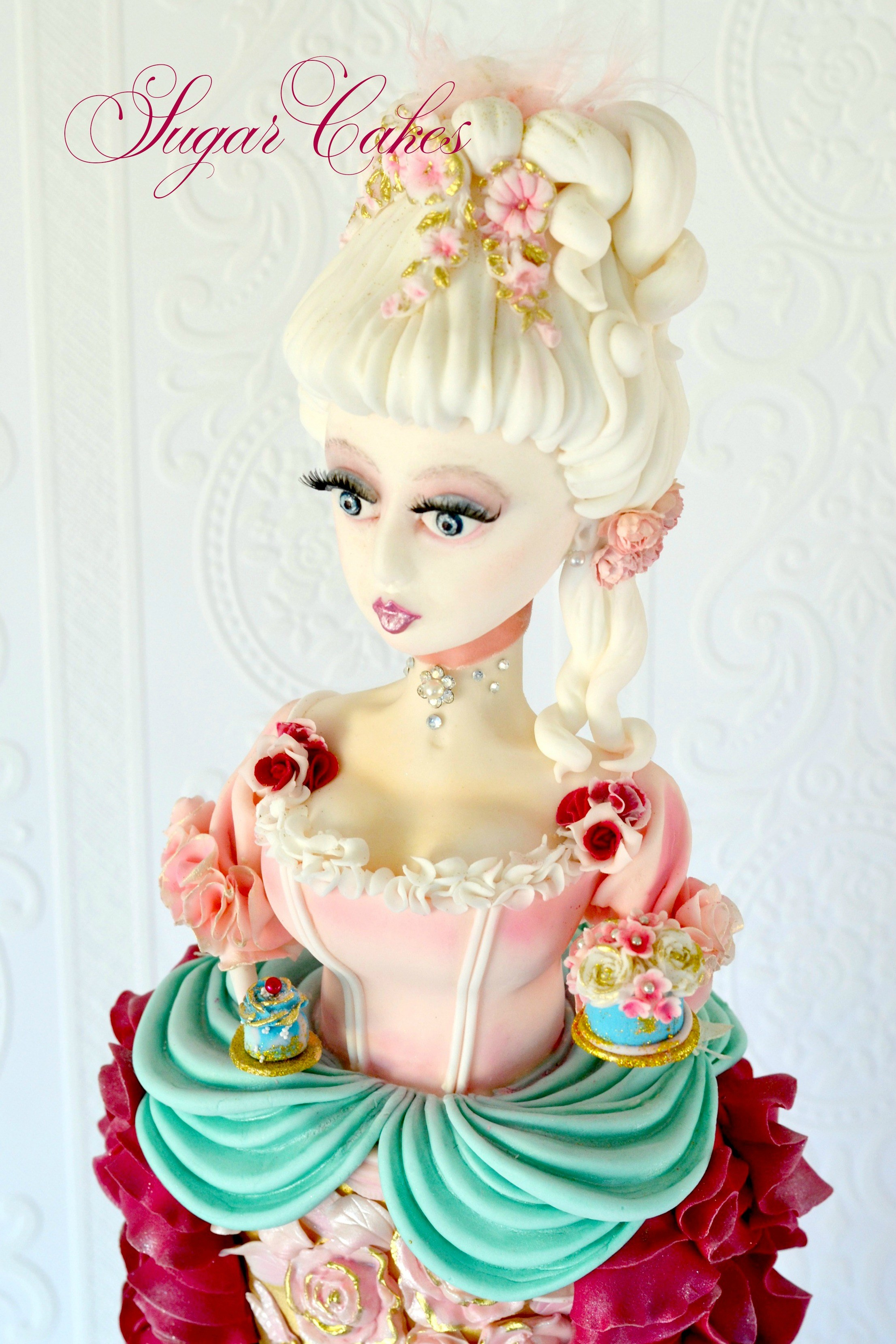 Sculpted Marie Antoinette sugar figurine
