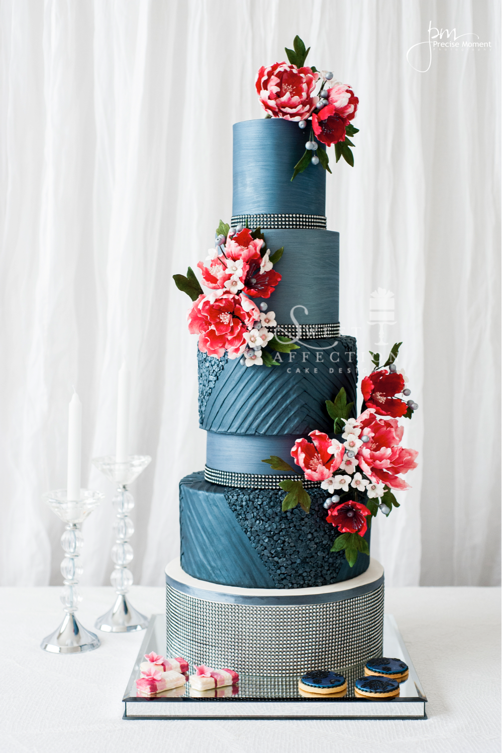 Blue Wedding with pink sugar flowers