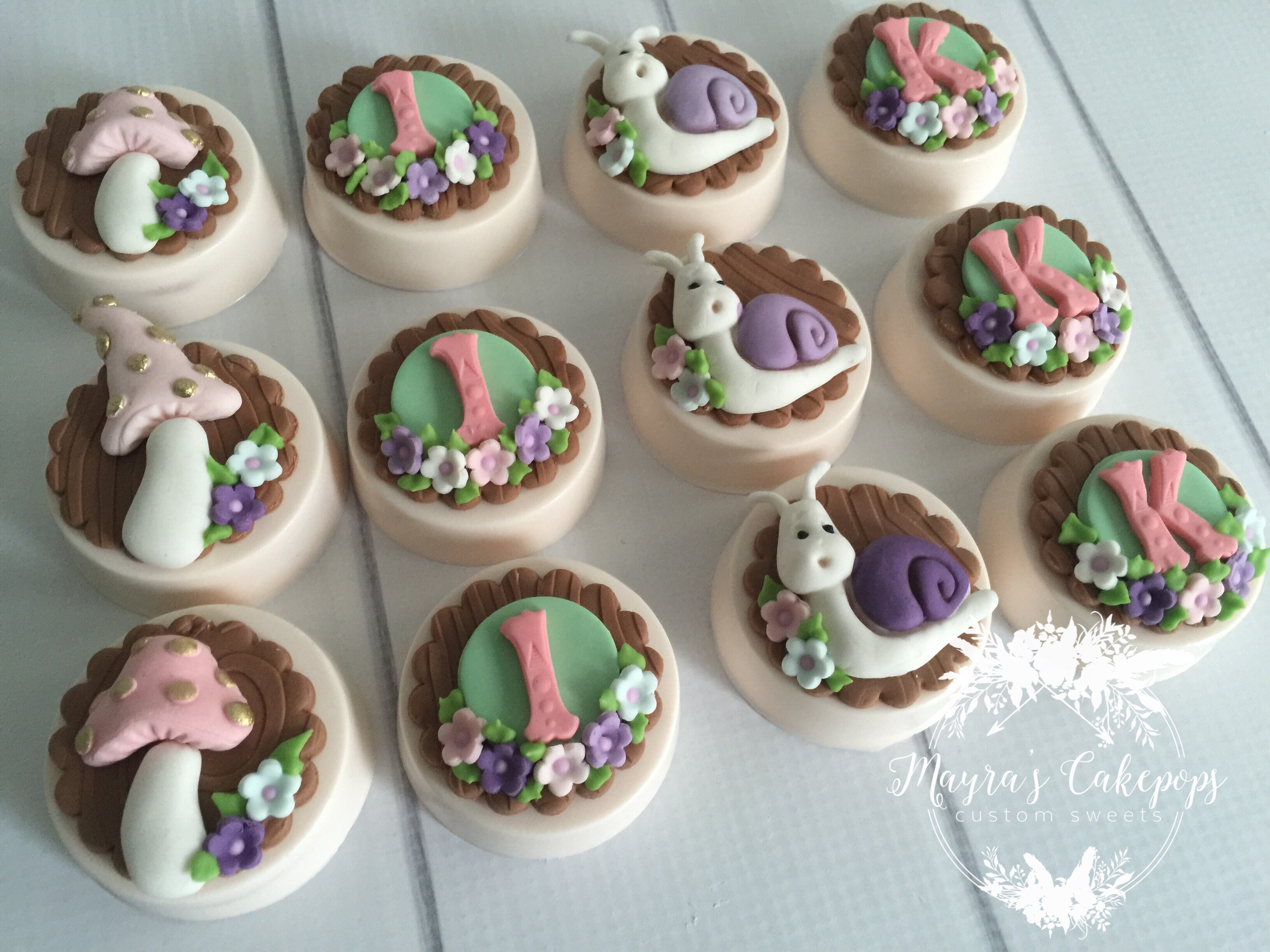 Woodland themed cupcakes