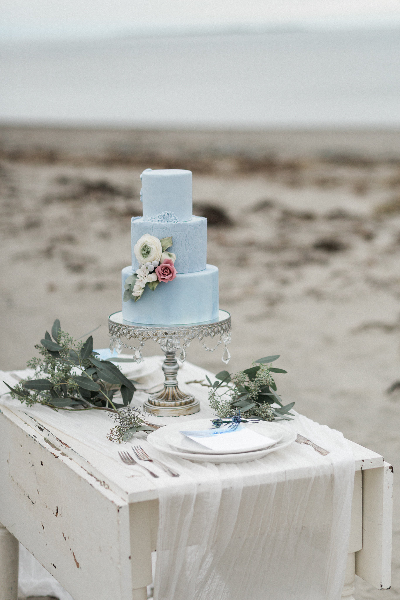 Baby blue wedding cake with sugar flowers