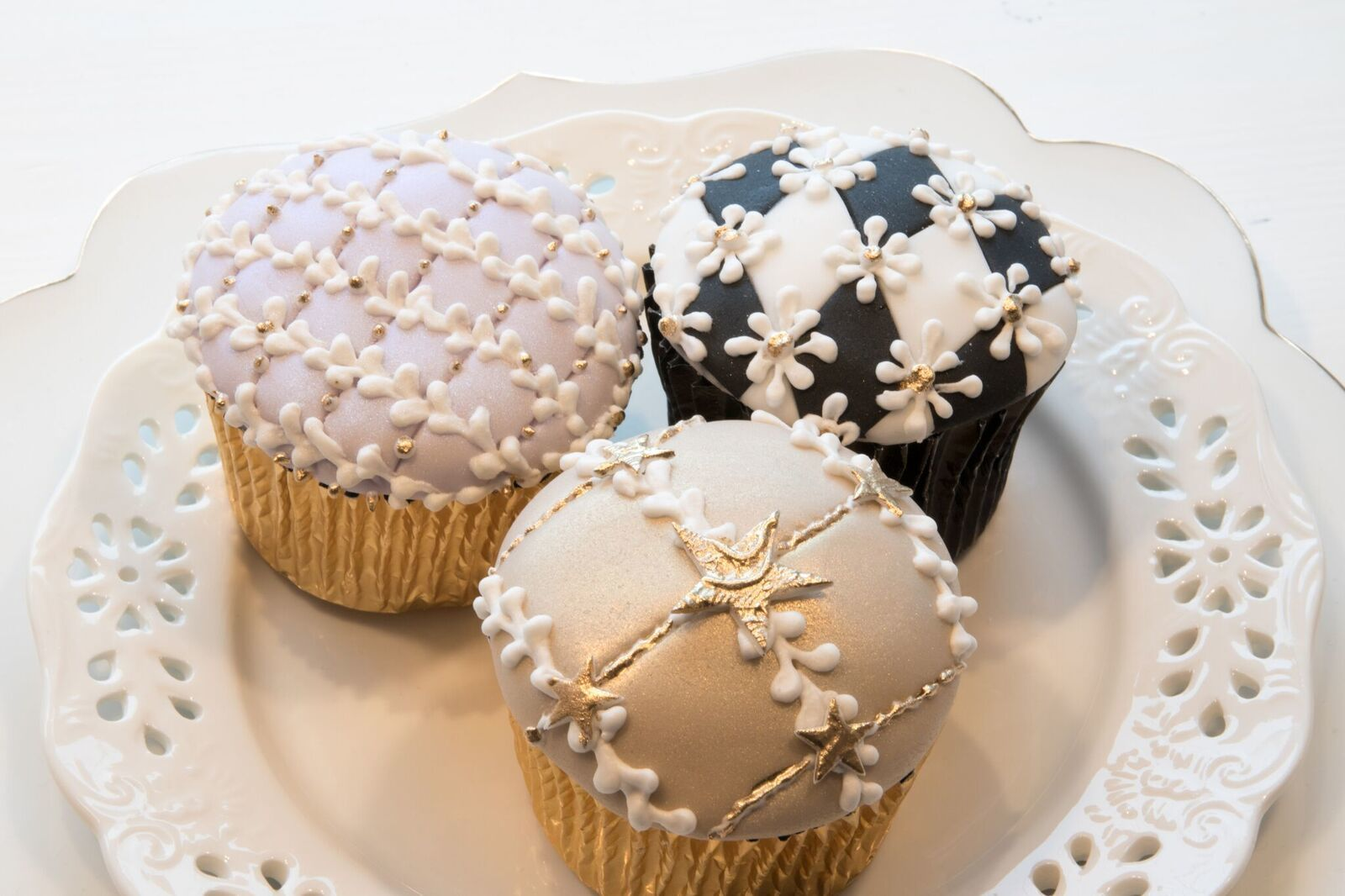 Criss Cross patterned cupcakes