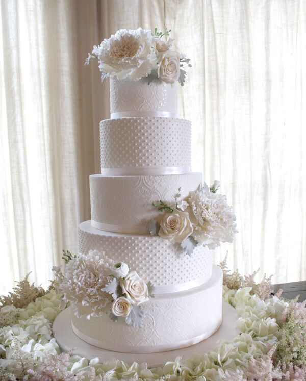 White Wedding with pearls and sugar flowers