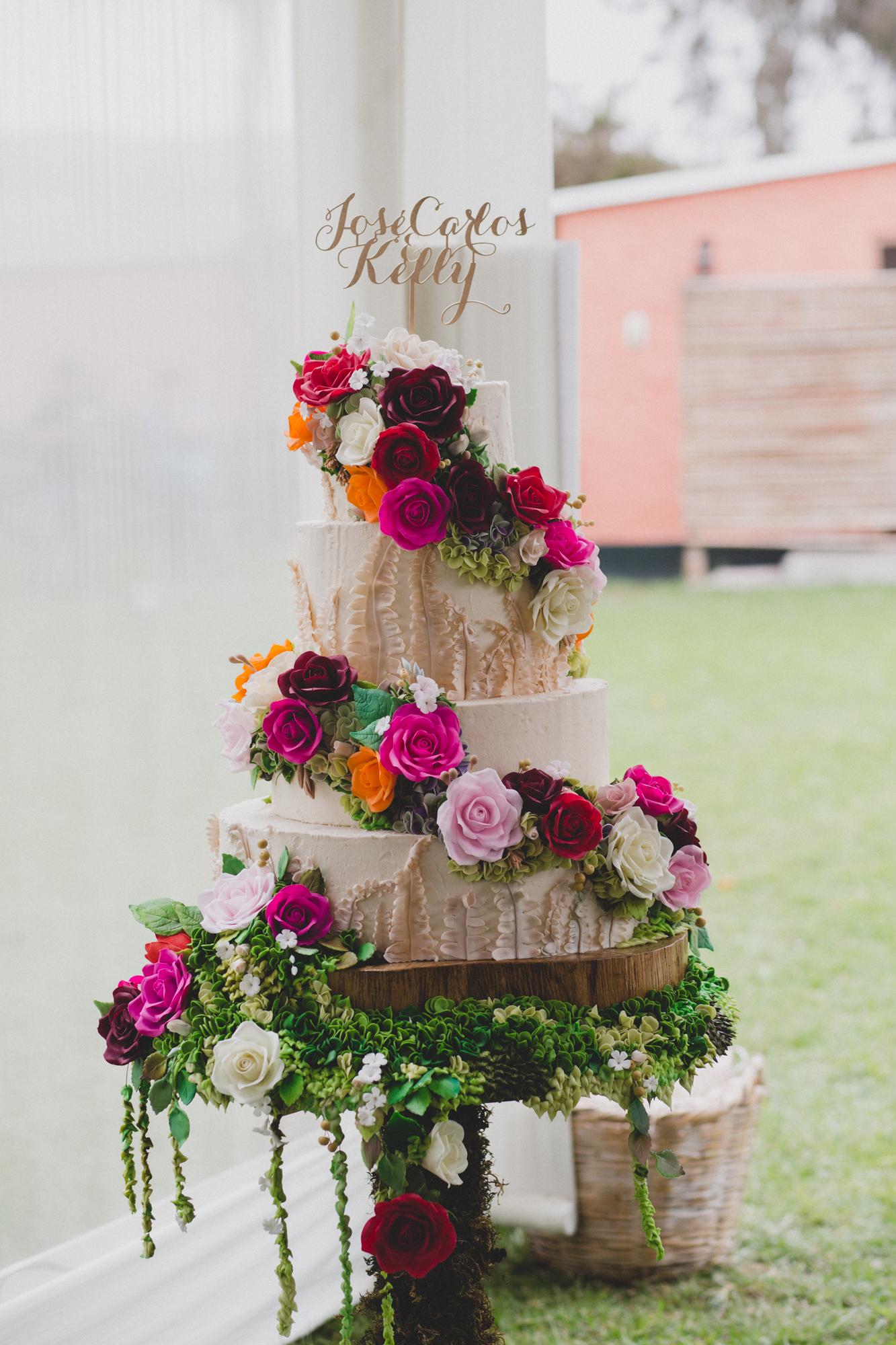 Rustic bark with sugar flowers wedding