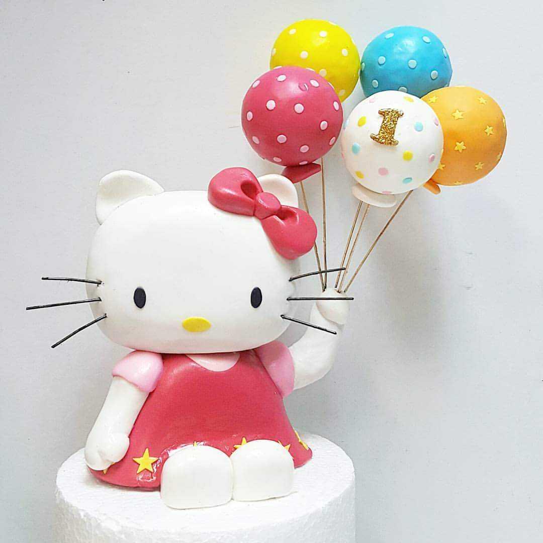 Hello kitty fondant figurines