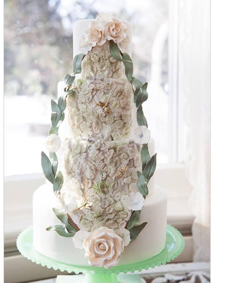 White romanticism wedding cake