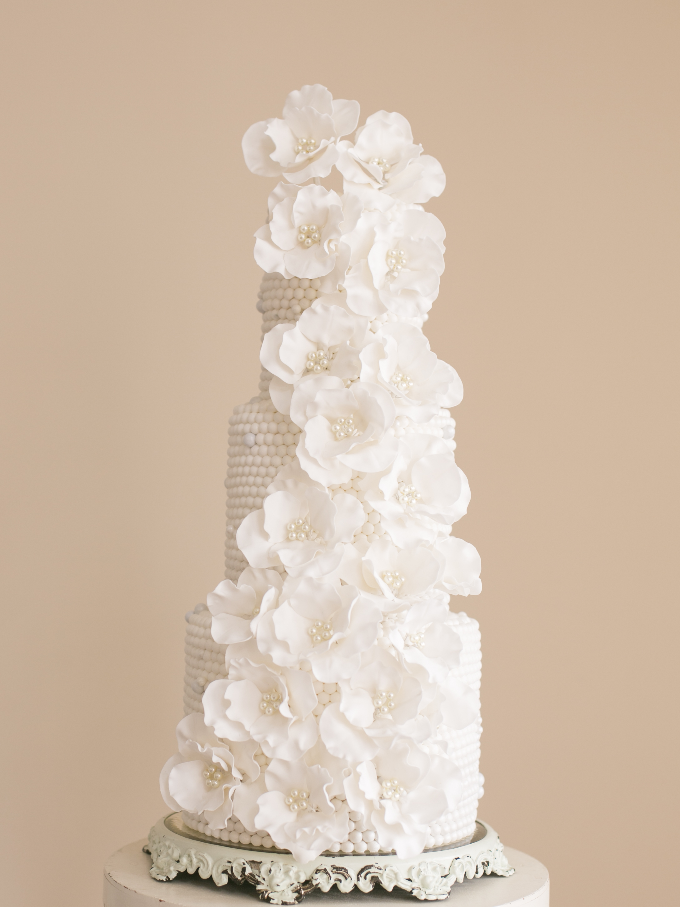 White wedding with pearls and all white sugar flowers