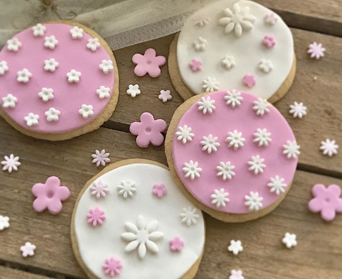 Pink and white flower fondant cookies