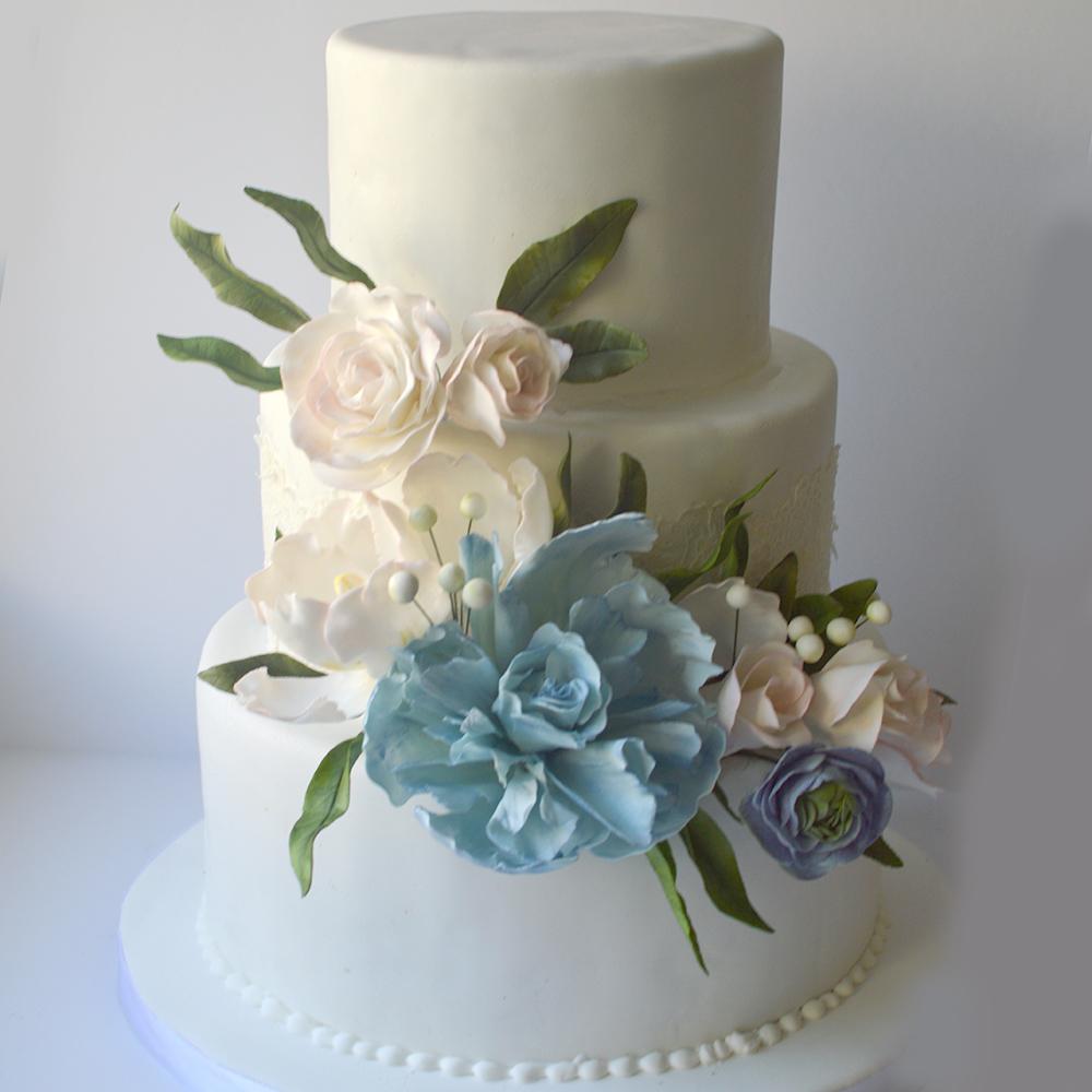 White wedding with pastel sugar flowers