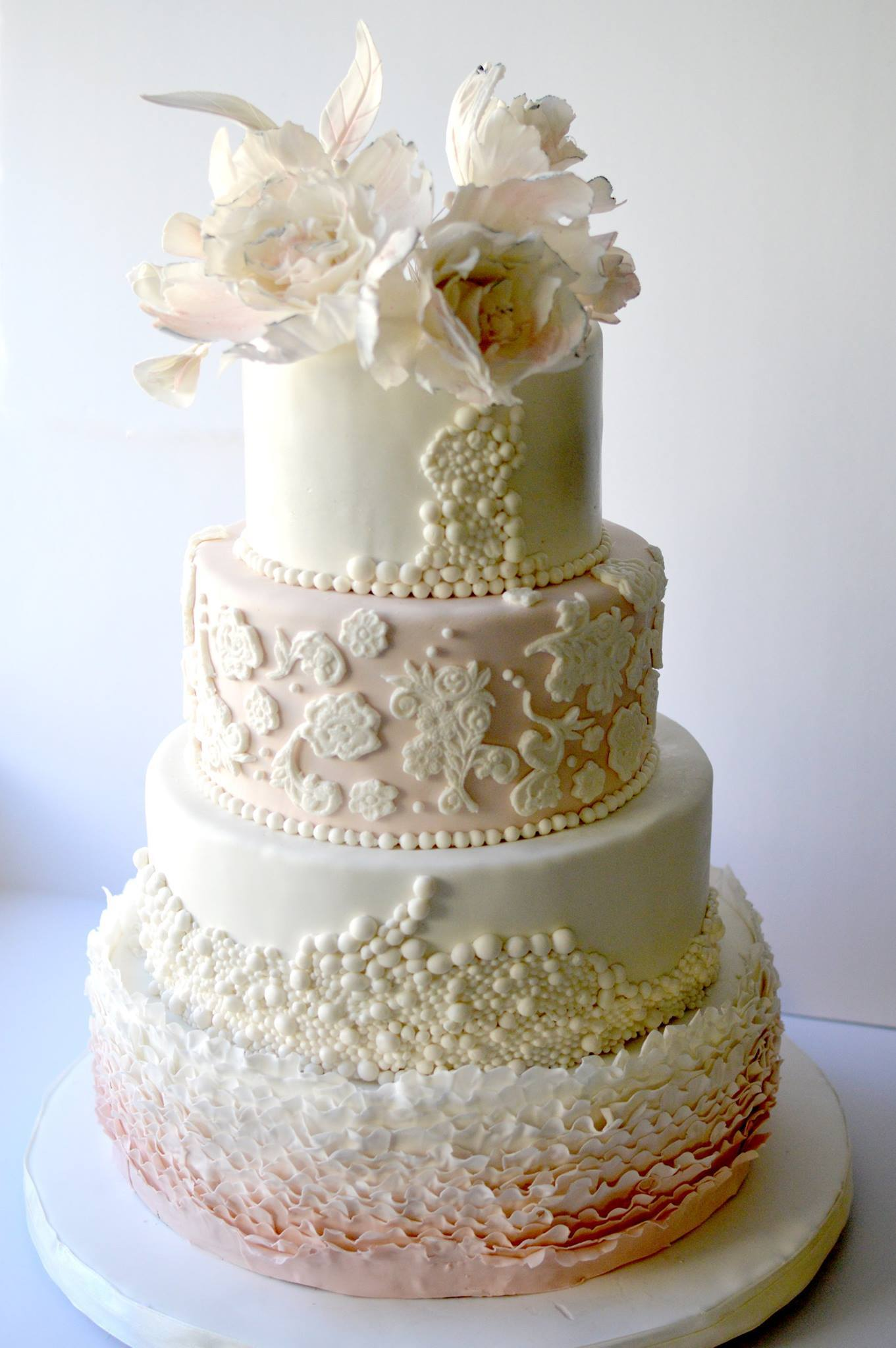 Ombre and pearl wedding with sugar flowers