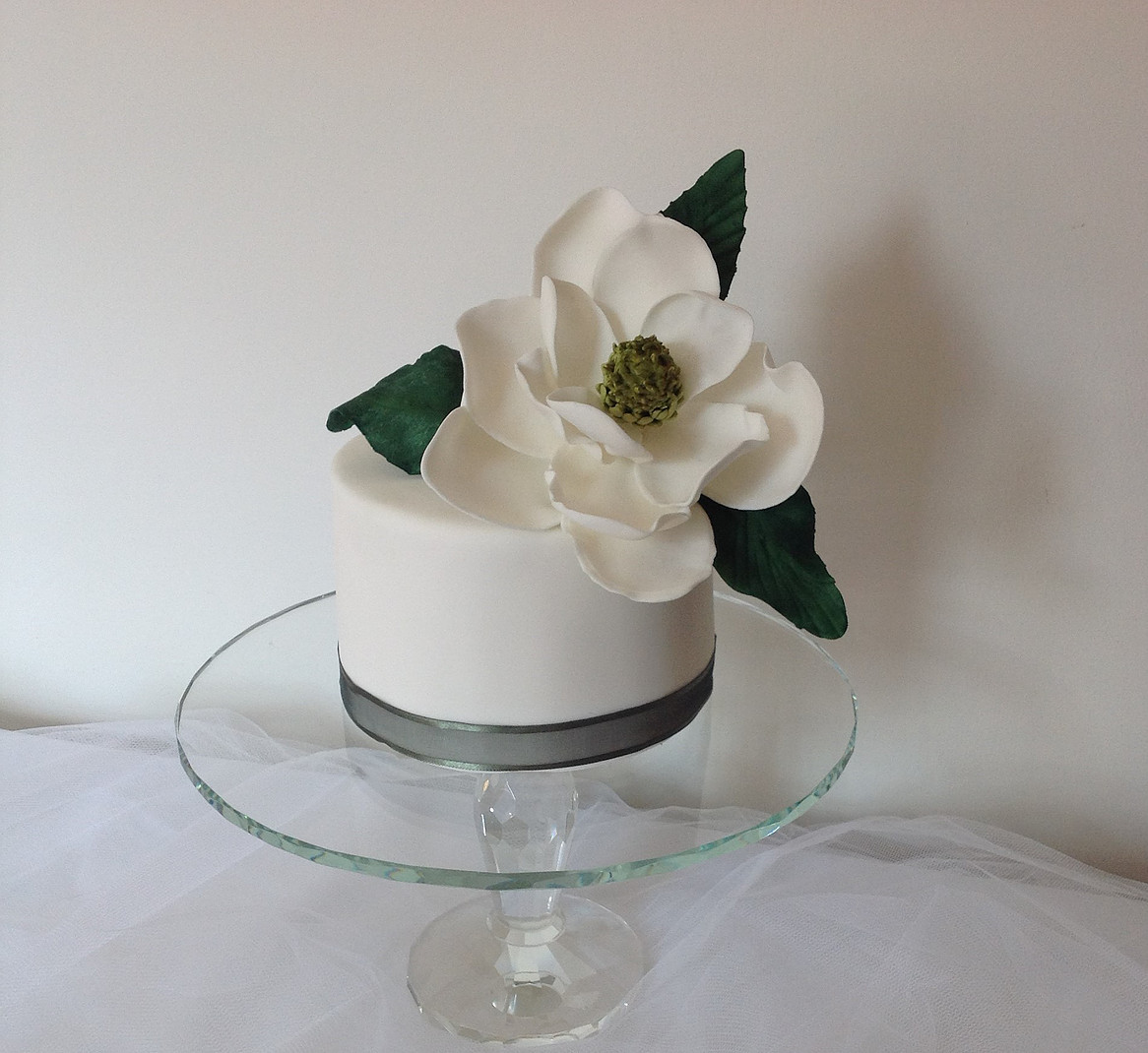 Mini white wedding with large sugar flower on top