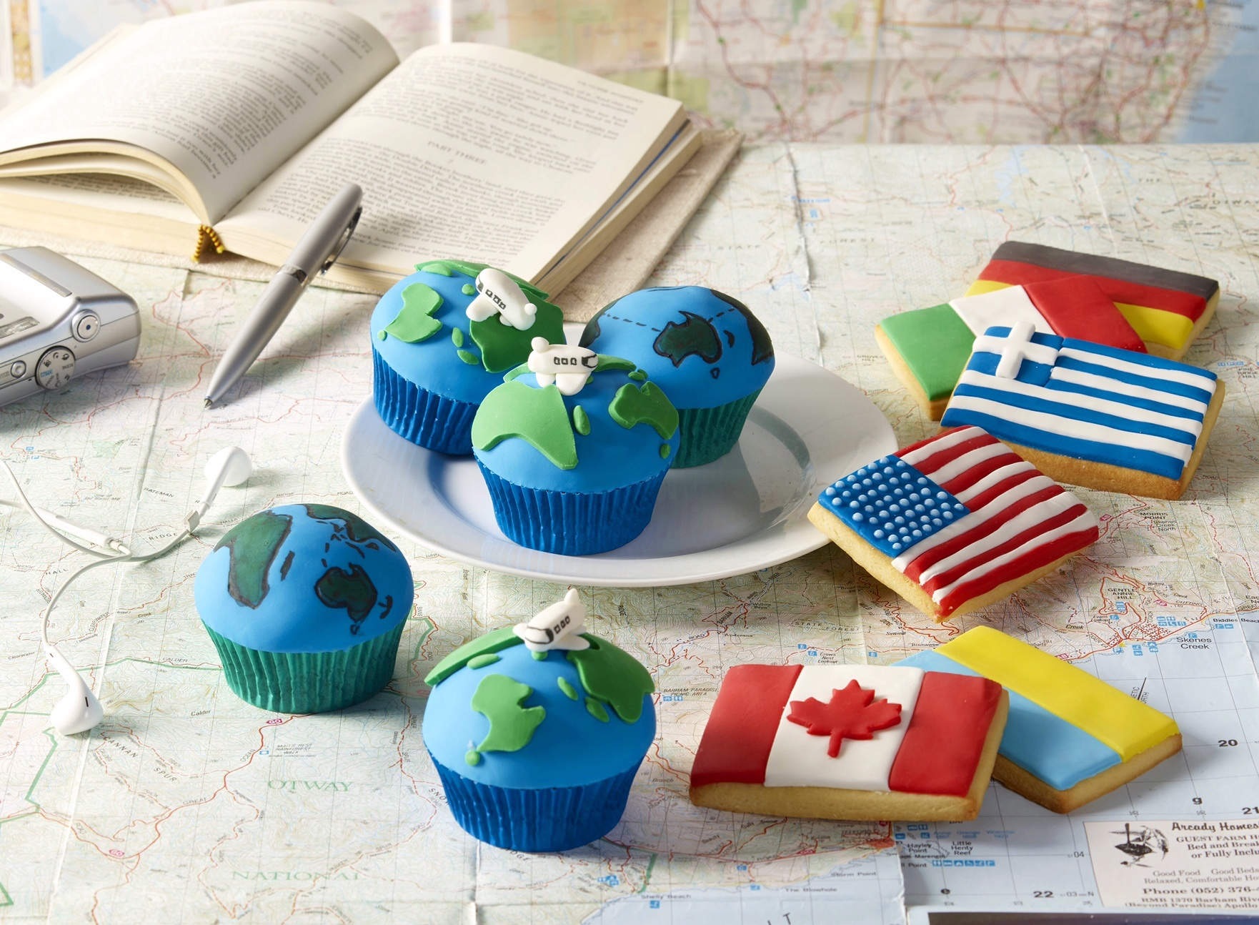 Fondant Flag and globe cupcakes