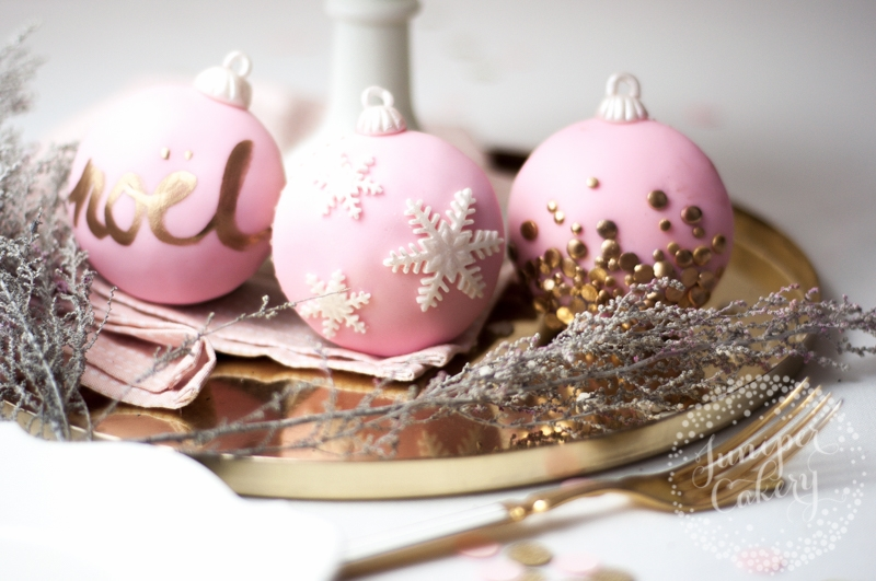 Pink Christmas bauble cupcakes