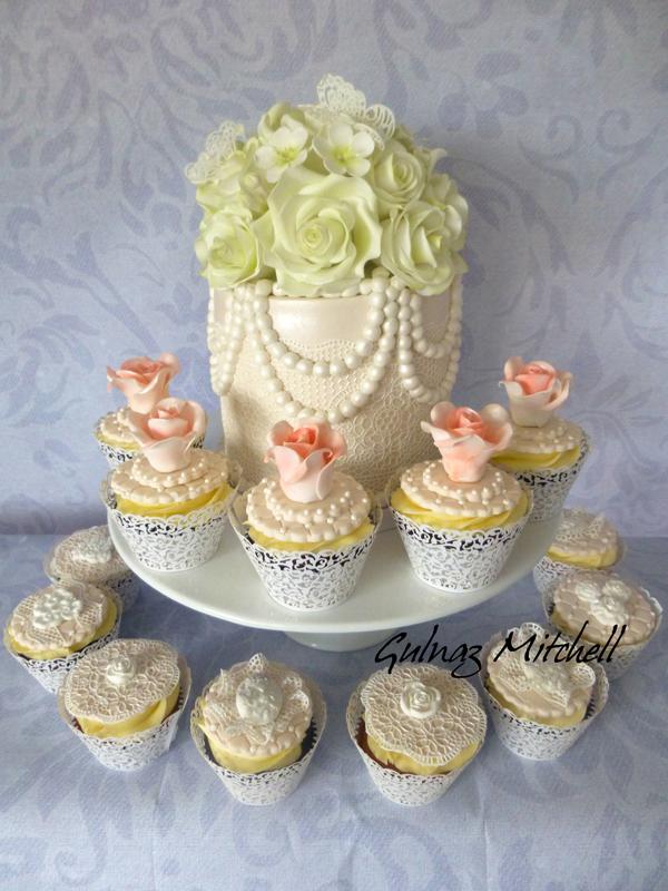 Mini Cake with Pearls