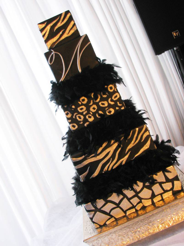 Black and gold feather cake