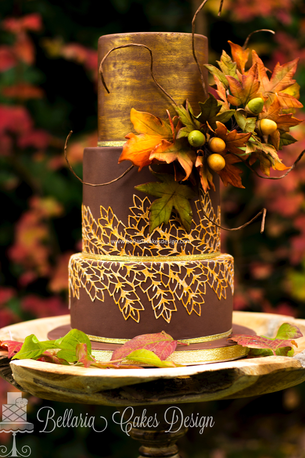 Elegant Gold Design Wedding Cake