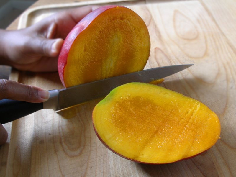 how to open mango seed