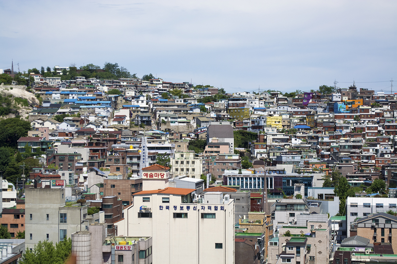 A Dal-dongne, or Moon Village, in Seoul. Moon Villages are a type of slum that formed in the aftermath of rapid urbanization in the '60s after the end of the Korean War.(CHRISTOPHER CAMERON/THE STATESMAN)
