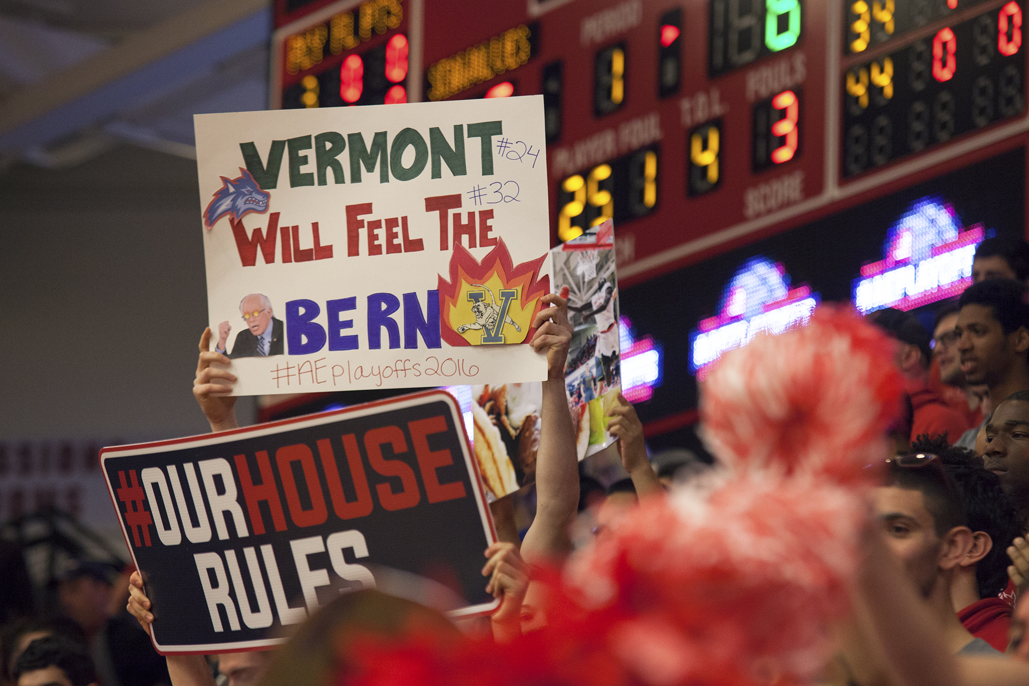 Stony Brook fans raise signs in support of their team. CHRISTOPHER CAMERON/THE STATESMAN