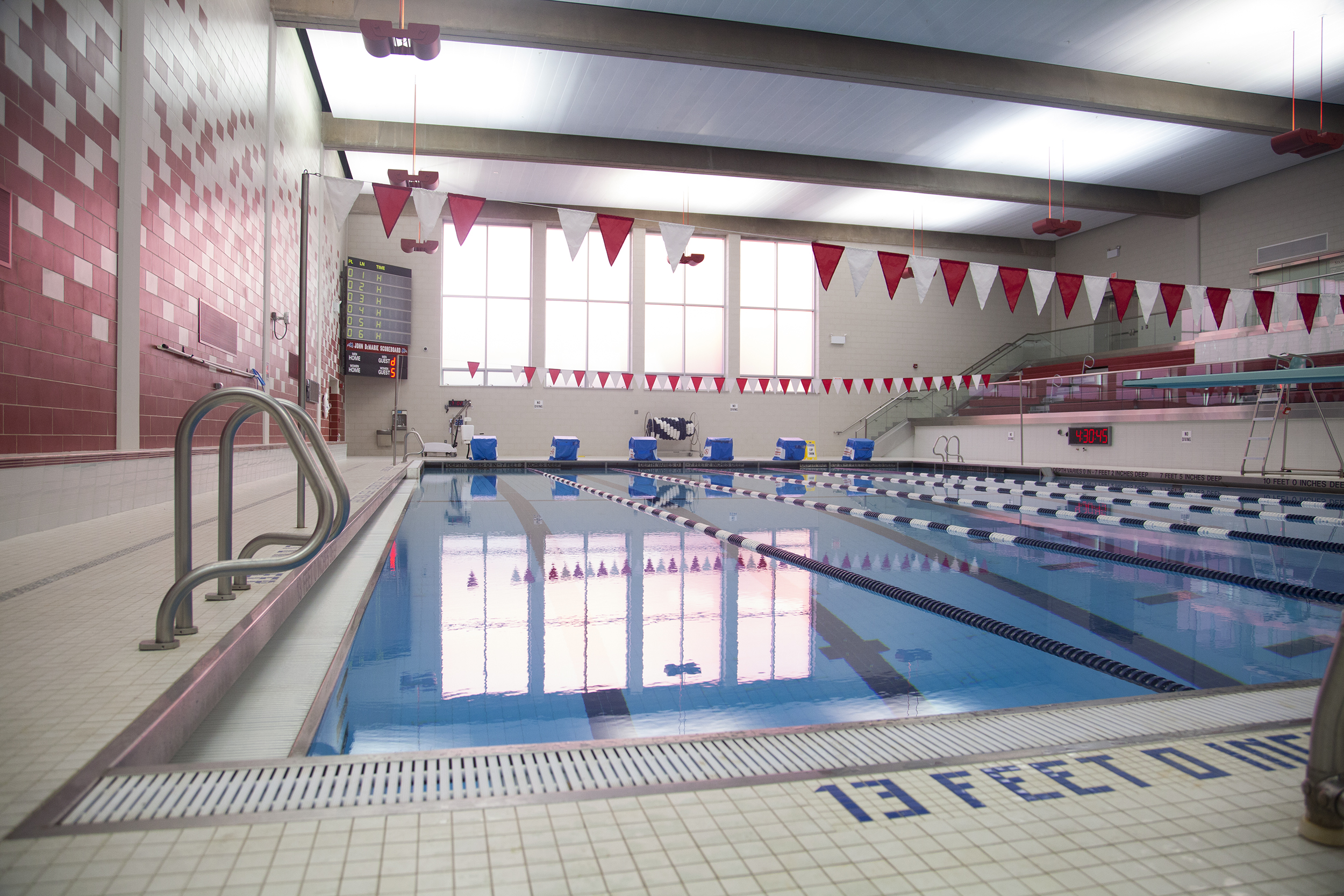 Women S Swimming And Diving Hires New Coach The Statesman