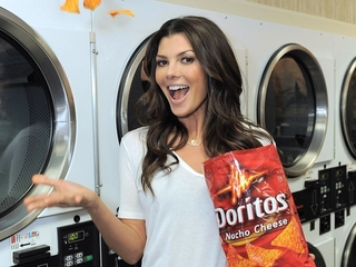 Ali_landry_with_doritos-11559
