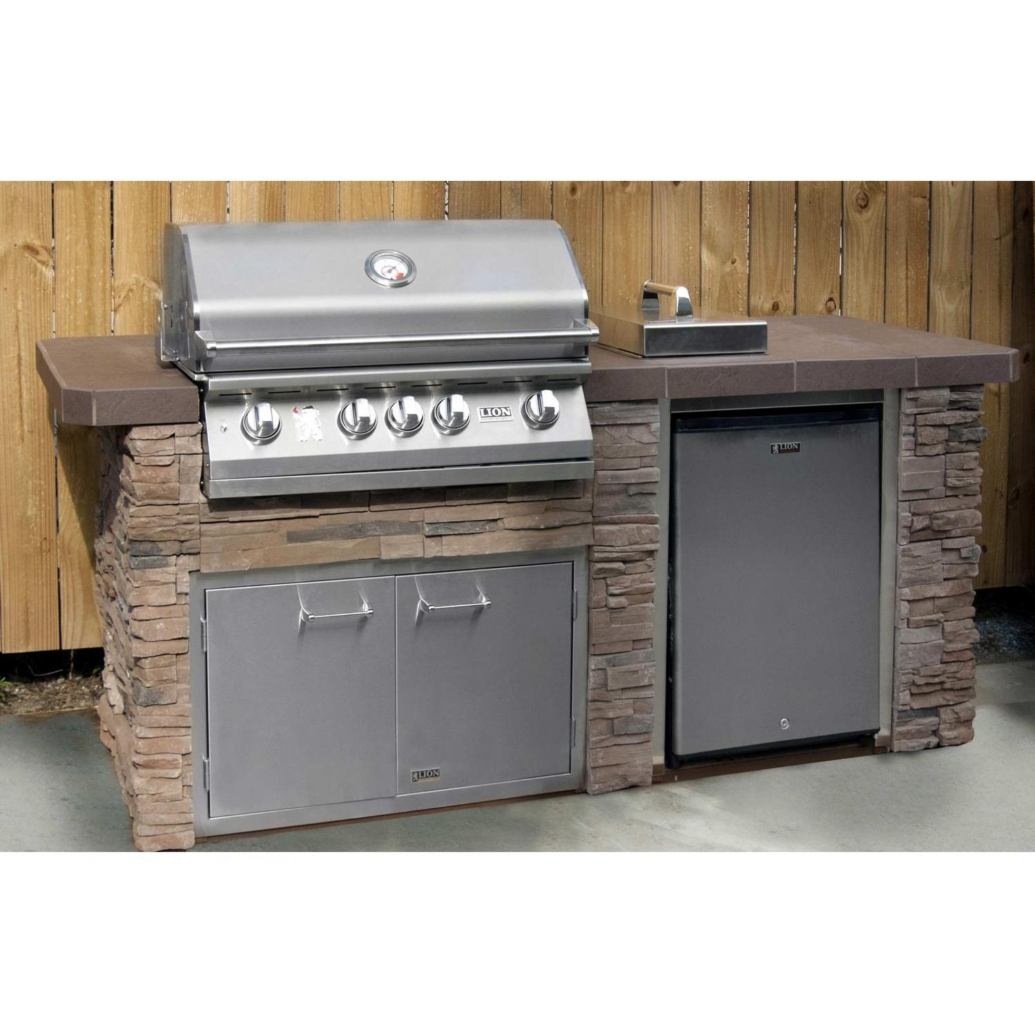 Lion Advanced Q 7 Piece BBQ Island With Lion L75000 32-Inch Propane Gas Grill