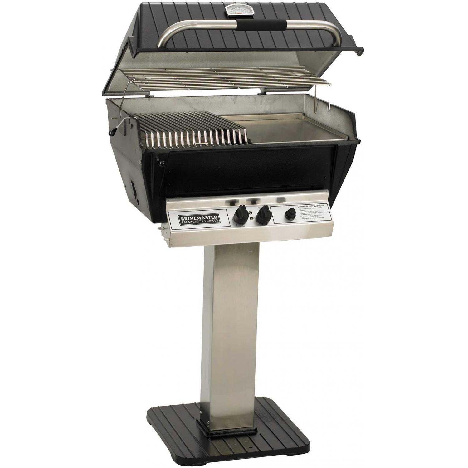 Broilmaster P3-SX Super Premium Propane Gas Grill On Stainless Steel Patio Post 2824430