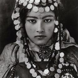 442px-Lehnert_Landrock_-_Ouled_Naïl_Girl_-_Algeria_-_1905.jpg