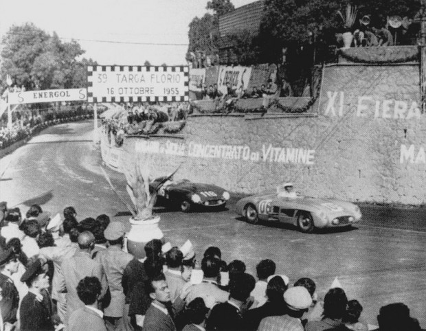 John was teamed with Desmond Titterington. In this photo, John leads the Ferrari 857 Sport of Eugenio Castellotti and Robert Manzon.