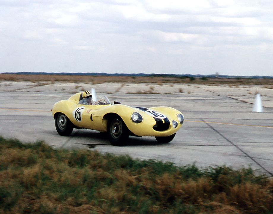 The Mena / Gonzales Jaguar D-type on the track, 1956 Sebring 12 Hours