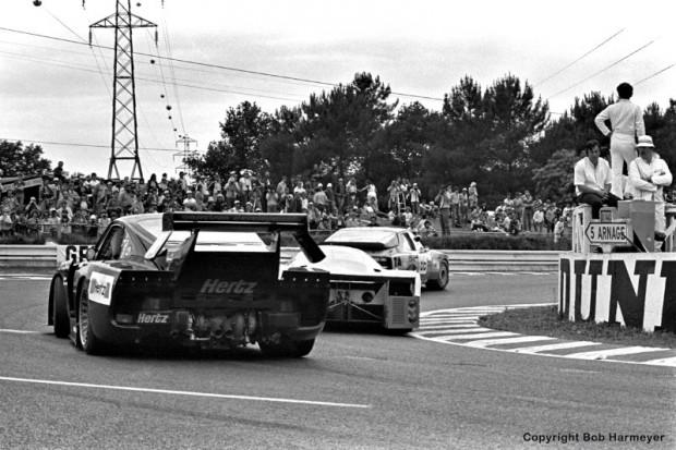 The Garretson Development Porsche 935 K3 009 00030 of Bob Garretson, Ray Ratcliff and Anny-Charlotte Verney follows two other cars through the Mulsanne Corner.