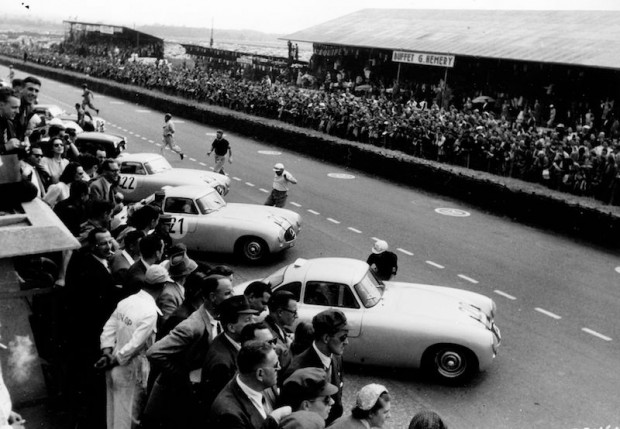 Start of the 1952 Le Mans 24 Hours endurance race