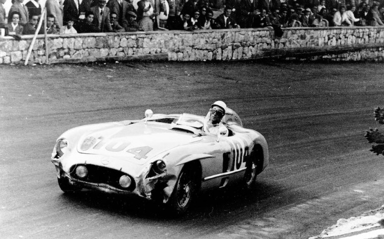 Stirling Moss in Mercedes-Benz 300 SLR with starting number 104. Mercedes-Benz's winning team: Stirling Moss/Peter Collins.